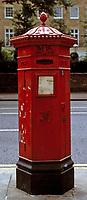 England, London Kensington: einer der aeltesten viktorianischen Briefkaesten   United Kingdom, London Kensington: one of the oldest victorian letterboxes