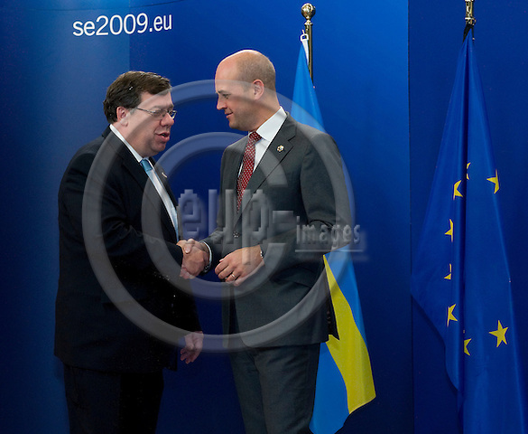 Brussels-Belgium - September 17, 2009 -- Informal European Council, EU-summit under Swedish Presidency; here, Fredrik REINFELDT (ri), Prime Minister of Sweden, welcomes Brian COWEN (le), Prime Minister of Ireland -- Photo: Horst Wagner / eup-images