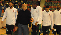 TUNJA -COLOMBIA-05-05-2014. Moreno de director tecnico de Aguilas de tunja   en accion contra   Piartas de Bogota durante partido de La Liga Directv 1 de baloncesto jugado en el coliseo Departamental de Boyaca . Moreno coach of Aguilas of Tunja    in action against Piratas of Bogota for DirecTV La Liga match 1 Departmental basketball played in the Coliseum Departamental of Boyaca.to: VizzorImage / Jose Miguel Palencia  /  Stringer