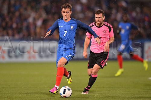 04.06.2016. Stade Saint Symphorien, Metz, France. International football freindly,France versus Scotland.  ANTOINE GRIEZMANN breaks away from James McArthur