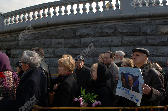 Members of the public came to pay their last respects, some bearing flowers, some bearing portraits, to Boris Yeltsin, the former Russian president, as he lay in state in Christ the Saviour Cathedral before he was buried later in the day.  April 25, 2007, Moscow, Russia