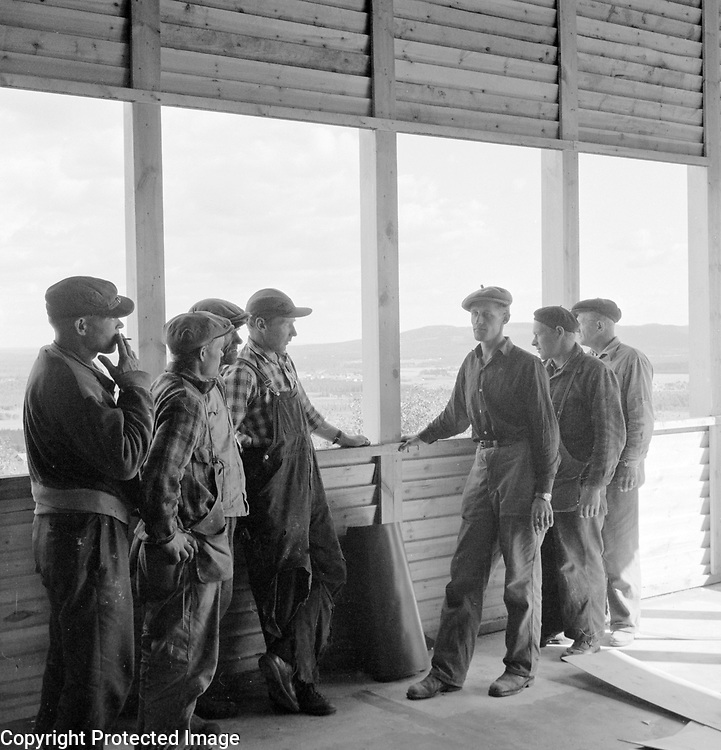 Builders of Naapurinvaaran dance platform take a break. Department of the Communist Party of Finland Kainuu built the stage and it was one of the North Finland's biggest dance venues. 1959