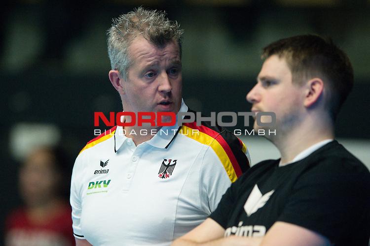 29.12.2013, Lotto Dome, Maaseik<br /> Volleyball, Belgien vs. Deutschland<br /> <br /> Vital Heynen (Bundestrainer / Trainer GER), Markus Steuerwald (#2 GER)<br /> <br />   Foto &copy; nordphoto / Kurth