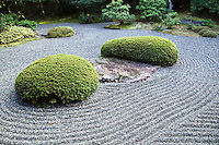 The Garden of Boulders, or Sazareishi-no-niwa, is the main garden of Shunkoin. The theme of the garden is the Great Shrine of Ise in Mie Prefecture. The Great Shrine of Ise is the head shrine of all Shinto shrines in Japan. This garden houses a shrine to Toyouke-no-omikami, a goddess of agriculture. It is common to see Buddhist and Shinto objects enshrined at the same place in Japan because until the the Meiji period. it was a popular belief in Japan that Shinto deities are various forms of the Buddha that existed to save people.