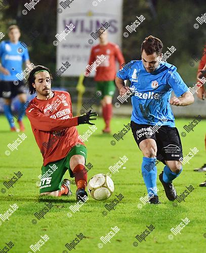 2017-11-18 / Voetbal / Seizoen 2017-2018 / TSV Lyra - Berg en Dal / Mohamed Alajdi El Idrissi met Elio Balbi (r. Lyra)<br /> <br /> ,Foto: Mpics.be