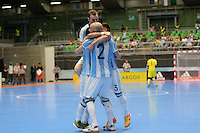 MEDELLIN - COLOMBIA- 25-09-2016: Pablo Taborda jugador de Argentina celebra con sus compañeros despues de anotar un gol a Egipto durante partido de cuartos de final de la Copa Mundial de Futsal de la FIFA Colombia 2016 jugado en el Coliseo Ivan de Bedout en Medellín, Colombia. /  Pablo Taborda player of Argentina celebrates with  his teammates after scoring a goal to Egypt during match of the quarter finals of the FIFA Futsal World Cup Colombia 2016 played at Ivan de Bedout coliseum in Medellin, Colombia. Photo: VizzorImage / Leon Monsalve /