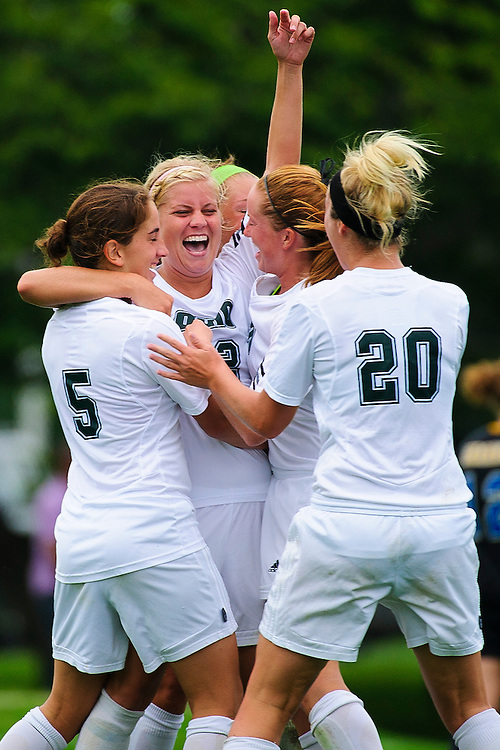 Ohio forward #22 Katie Kemen, Ohio Soccer Team, Celebration