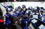 Uppsala 2014-11-15 Bandy Elitserien IK Sirius - IFK V&auml;nersborg :  <br /> Sirius spelare under en timeout under matchen mellan IK Sirius och IFK V&auml;nersborg <br /> (Foto: Kenta J&ouml;nsson) Nyckelord:  Bandy Elitserien Uppsala Studenternas IP IK Sirius IKS IFK V&auml;nersborg