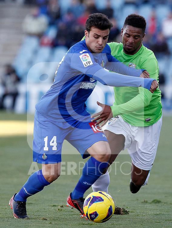 Getafe's Pedro Leon (l) and Malaga's Eliseu Pereira during La Liga match.December 01,2012. (ALTERPHOTOS/Acero)