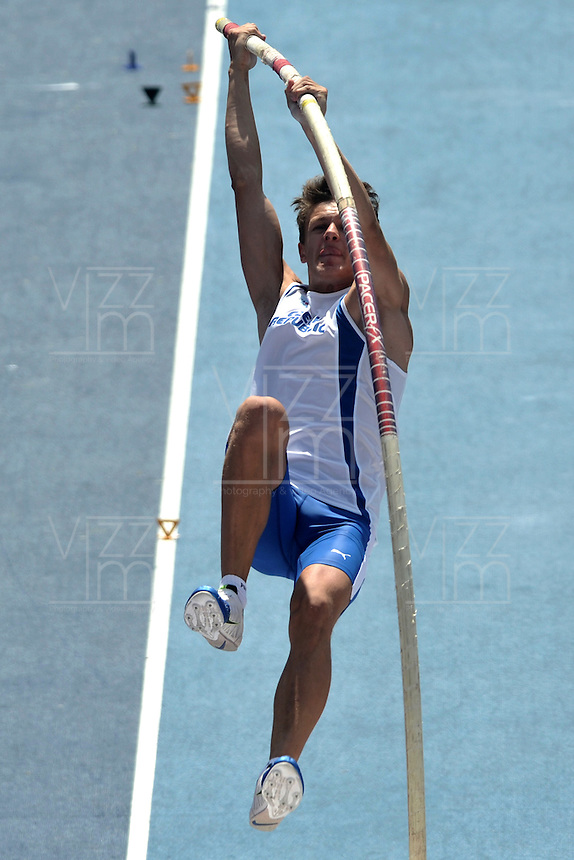 CALI - COLOMBIA - 17-07-2015: Dan Barta de Republica Checa, durante la prueba de Salto con Garrocha en el estadio Pascual Guerrero sede, sede de IAAF Campeonatos Mundiales de la Juventud Cali 2015.  / Dan Barta of Czech Republic, during the test of Pole Vault in the Pascual Guerrero home of the IAAF World Youth Championships Cali 2015. Photos: VizzorImage / Luis Ramirez / Staff.