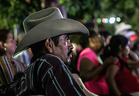 Un vaquero Observa el IV Festival Maria Bonita en Quiriego, Sonora.