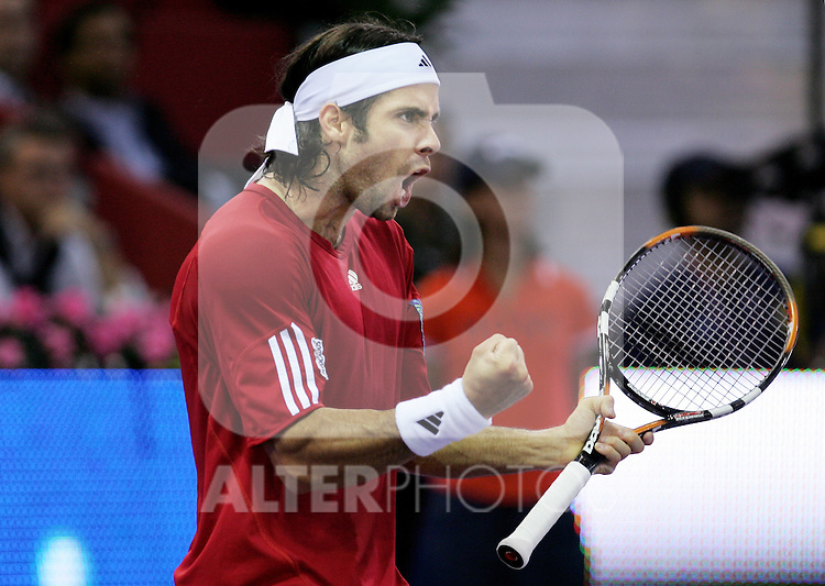Chile's Fernando Gonzalez reacts during his Madrid Masters Series tennis tournament semi final match against Czech Republic's Thomas Berdych at Madrid Arena, Saturday 21 October, 2006. (ALTERPHOTOS/Alvaro Hernandez).