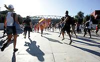 Fans di Bruce Springsteen corrono verso lo stadio Olimpico, Roma, 19 luglio 2009, per assistere al concerto della rockstar statunitense..UPDATE IMAGES PRESS/Riccardo De Luca
