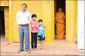 2006- Inde- Famille sur la route de Khajuraho.