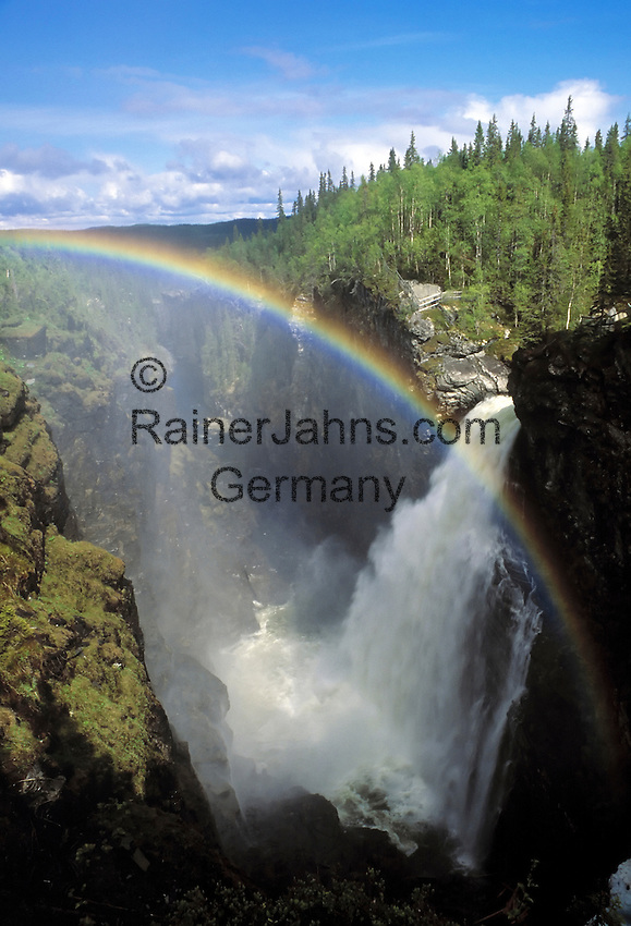 Sweden, Jaemtland, waterfall Haellingsafallet with rainbow   Schweden, Jaemtland, Wasserfall Haellingsafallet mit Regenbogen