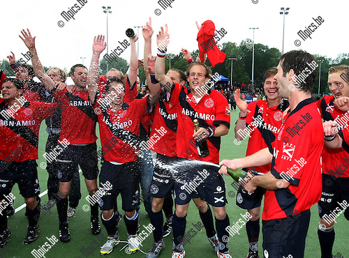2010-05-30 / Hockey / Play-Off Finale Dragons - Racing / De spelers van Dragons vieren de titel ..Foto: mpics