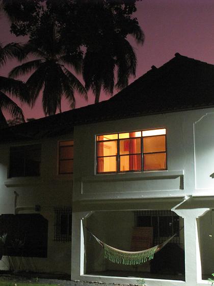 La casa revertida / Clayton, Panamá.<br /> <br /> Edición de 10 | Víctor Santamaría.