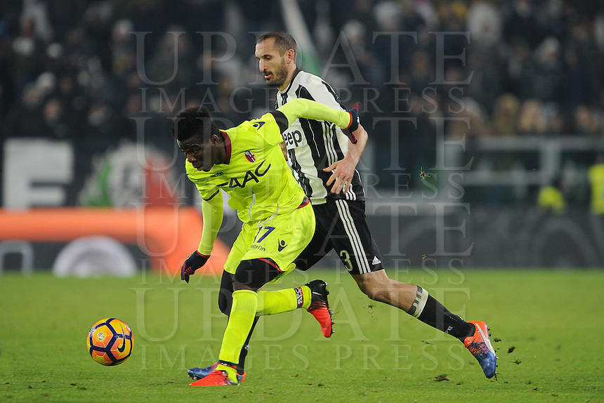 Calcio, Serie A: Juventus vs Bologna. Torino, Juventus Stadium, 8 gennaio 2017.<br /> Bologna's Godfred Donsah, left, is challenged by Juventus' Giorgio Chiellini during the Italian Serie A football match between Juventus and Bologna at Turin's Juventus Stadium, 8 January 2017. Juventus won 3-0.<br /> UPDATE IMAGES PRESS/Manuela Viganti