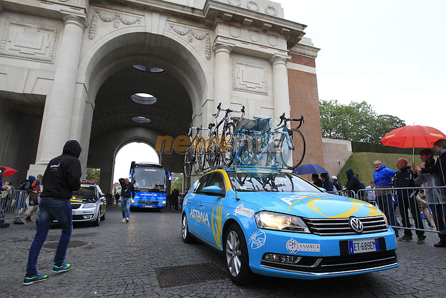 Astana team arrive in Ypres through the Menin Gate for the start of the cobbled stage Stage 5 of the 2014 Tour de France running 155.5km from Ypres to Arenberg. 9th July 2014.<br /> Picture: Eoin Clarke www.newsfile.ie