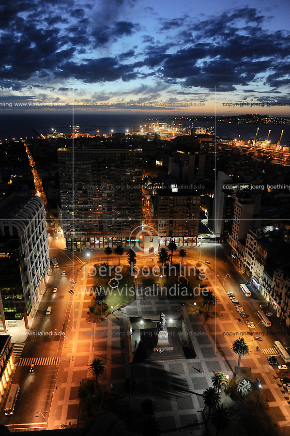 URUGUAY Montevideo Blick vom Hochhaus Palacio Salvo am Plaza de Independencia auf Hafen am Rio del la Plata /<br /> URUGUAY Montevideo view from Palacio Salvo at Plaza de Independencia to the harbour at Rio del la Plata