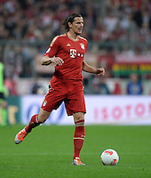 FUSSBALL  DFB-POKAL  HALBFINALE  SAISON 2012/2013    FC Bayern Muenchen - VfL Wolfsburg            16.04.2013 Daniel van Buyten (FC Bayern Muenchen)  Einzelaktion am Ball