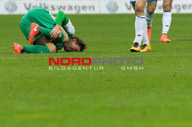 19.03.2016, Weser Stadion, Bremen, GER, 1.FBL. Werder Bremen vs FSV Mainz 05, im Bild<br /> <br /> <br /> Clemens Fritz (Bremen #8)<br /> Verletzung / verletzt / Schmerzen<br /> <br /> Foto &copy; nordphoto / Kokenge