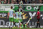 09.09.2017, Volkswagen Arena, Wolfsburg, GER, 1.FBL, VfL Wolfsburg vs Hannover 96<br /> <br /> im Bild<br /> Philipp Tschauner (Hannover 96 #1) f&auml;ngt einen Ball in der Luft, Maximilian Arnold (VfL Wolfsburg #27), Divock Origi (VFL Wolfsburg #14), <br /> <br /> Foto &copy; nordphoto / Ewert