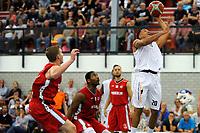 UITHUIZEN = Basketbal, Donar - Aris, voorbereiding seizoen 2017-2018, 02-09-2017,  Donar speler Brandyn Curry op weg naar een score