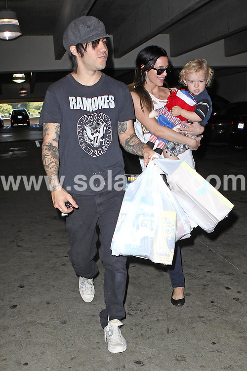 **ALL ROUND PICTURES FROM SOLARPIX.COM**.**SYNDICATION RIGHTS FOR UK, AUSTRALIA, DENMARK, PORTUGAL, S. AFRICA, SPAIN & DUBAI (U.A.E) & ASIA (EXCLUDING JAPAN) ONLY**.Ashlee Simpson Shop At Target With Her Husband Pete Wentz and Son Bronx Mowgli Wentz, Studio City, CA, USA, 21 August 2010.This pic: Ashlee Simpson, Pete Wentz And Bronx Mowgli Wentz..JOB REF: 11970    PHZ boddi    DATE: 19_08_2010.**MUST CREDIT SOLARPIX.COM OR DOUBLE FEE WILL BE CHARGED**.**MUST NOTIFY SOLARPIX OF ONLINE USAGE**.**CALL US ON: +34 952 811 768 or LOW RATE FROM UK 0844 617 7637**