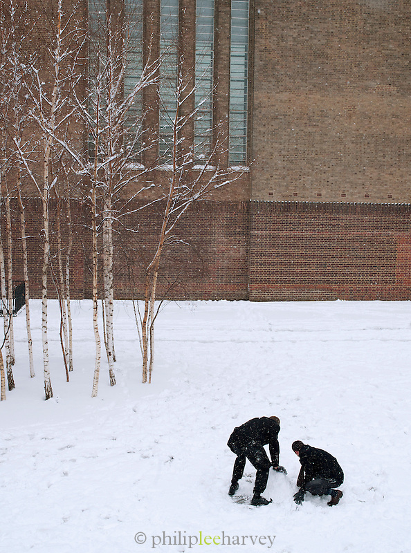 People making a snowman outside the Tate Modern art gallery in London, UK