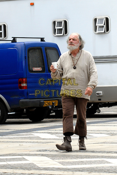 "SIR DAVID JASON.On the set of ""The Colour Of Magic"", the sequel to ""Hogfather"", Guildhall, London, England, .August 12th 2007..full length beard scruffy costume brown beige top trousers lace-up boots filming break film-set film set cup drink .*EXCLUSIVE*.CAP/IA.©Ian Allis/Capital Pictures"