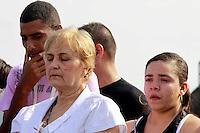 Rio de  Janeiro,23 de Julho de  2012 - No início da  tarde dessa segunda-feira(23), o corpo de Wanderley Rodrgues da Conceição,75 anos , é sepultado no Cemitério de Irajá, Zona Norte do RJ. O idoso morreu no último domingo ( 22) em uma  tentativa de assalto a  uma  padaria em Vaz Lobo, quando tomava  café.Ele levou dois  tiros na  perna e morreu a caminho do hospital.Segundo familliares os criminosos seriam da  favela do Jacaré.<br /> Guto Maia Brazil Photo Press