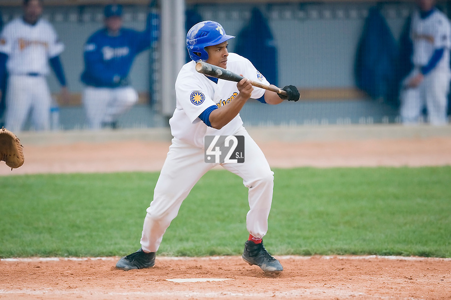 10 Aug 2007: Ernesto Martinez is seen at bat during game 1 of the french championship finals between Templiers (Senart) and Huskies (Rouen) in Chartres, France. Templiers beat Huskies 1-0.