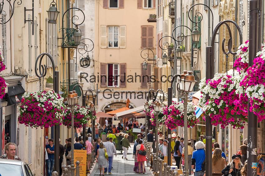 France, Provence-Alpes-Côte d'Azur, Antibes: old town lane   Frankreich, Provence-Alpes-Côte d'Azur, Antibes: Altstadtgasse