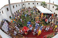 RECIFE, PE, 01.03.2014 - CARNAVAL PE / GALO DA MADRUGADA -  Café da manha  e concentração do Galo da Madrugada, maior bloco de carnaval do mundo no centro de Recife neste sabado (Foto: Vanessa Carvalho/ Brazil Photo Press).