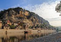 France, Dordogne (24), La Roque-Gageac, labellis&eacute; Les Plus Beaux Villages de France, et la Dordogne // France, Dordogne, La Roque Gageac, labelled Les Plus Beaux Villages de France (The Most beautiful<br /> Villages of France), and the Dordogne river