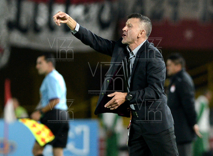 BOGOTÁ -COLOMBIA, 07-05-2014. Juan Carlos Osorio técnico del Atlético Nacional gesticula durante partido de ida por las semifinales de la Liga Postobón  I 2014 jugado en el estadio Nemesio Camacho el Campín de la ciudad de Bogotá./ Juan Carlos Osorio coach of Atletico Nacional gestures during first leg match for the semifinals of the Postobon League I 2014 played at Nemesio Camacho El Campin stadium in Bogotá city. Photo: VizzorImage/ Gabriel Aponte / Staff