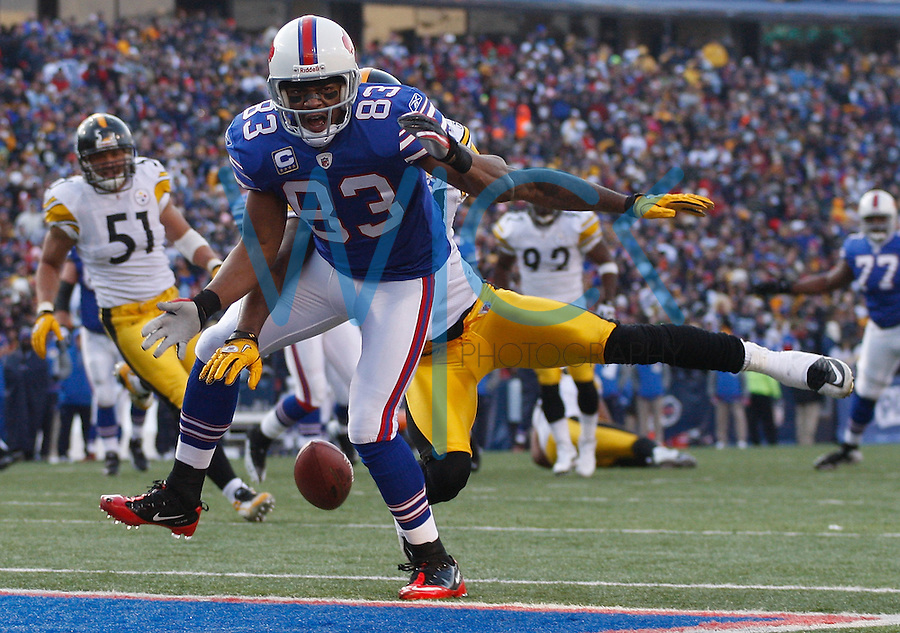 ORCHARD PARK, NY - NOVEMBER 28:  Lee Evans #83 of the Buffalo Bills misplays a pass during the game against the Pittsburgh Steelers on November 28, 2010 at Ralph Wilson Stadium in Orchard Park, New York.  (Photo by Jared Wickerham/Getty Images)