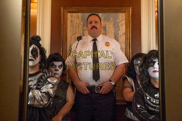 Kevin James and Mini Kiss<br /> in Paul Blart: Mall Cop 2 (2015) <br /> *Filmstill - Editorial Use Only*<br /> CAP/FB<br /> Image supplied by Capital Pictures