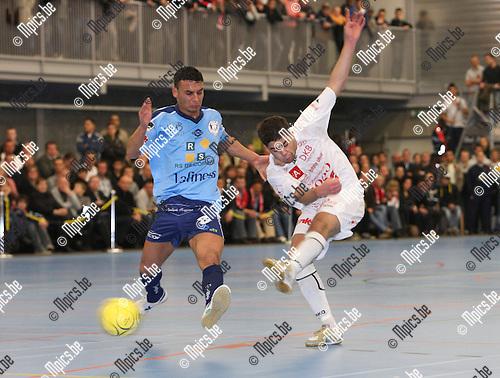 2007-12-07 / Futsal / Edegem - Antwerpen / Karim Bali (Antwerpen) scoort met deze trap op doel. Mohamed Kasmi van Edegem komt te laat...Foto: Maarten Straetemans (SMB)