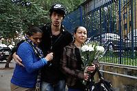 SAO PAULO, SP, 16.08.2014 - Familiares do assessor Pedro Valadares morto no acidente de avião onde se encontrava o candidato Eduardo Campos e mais seis vitimas, estiveram na manhã deste sabado no IML e conversaram com a imprensa. (Foto: Amauri Nehn / Brazil Photo Press).
