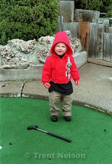 Noah Nelson mini-golfing at Trafalga<br />