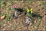 """Alla Polisportiva Centrocampo """"Giardini in marcia"""", laboratorio nel quale ogni partecipante fa nascere nuovi giardini all'interno delle proprie vecchie scarpe"""