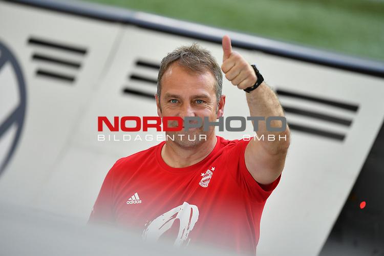 """Trainer Hans-Dieter """"Hansi """" FLICK (M), Gestik, Geste, gestikuliert,<br /><br />Sport: Fussball: 1. Bundesliga: Saison 19/20: 34.Spieltag, <br />VFL WOLFSBURG - FC BAYERN MUENCHEN <br />am 27.06.2020 in der Volkswagen Arena Wolfsburg, <br /><br />Nur fuer journalistische Zwecke! <br />Only for editorial use!<br />Gemaess den Vorgaben der DFL Deutsche Fussball Liga ist es untersagt, in dem Stadion und/oder vom Spiel angefertigte Fotoaufnahmen in Form von Sequenzbildern und/oder videoaehnlichen Fotostrecken zu verwerten bzw. verwerten zu lassen. <br />DFL regulations prohibit any use of photographs as image sequences and/or quasi-video.<br />National and International News Agencies OUT<br />NO RESALE!"""