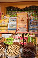 France, Provence-Alpes-Côte d'Azur, Saint-Paul de Vence: medieval town, pastry and sweets | Frankreich, Provence-Alpes-Côte d'Azur, Saint-Paul de Vence: mittelalterliches Staedtchen, Suessigkeiten und Gebaeck