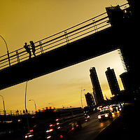 A Panamanian couple talk on the pedestrian bridge across Avenida Balboa, a seafront highway going through the commercial and financial center of Panama City, Panama, 25 January 2015.
