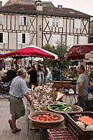 Europe/Europe/France/Midi-Pyrénées/46/Lot/Saint-Céré: Marché sur la Place du Mercadial