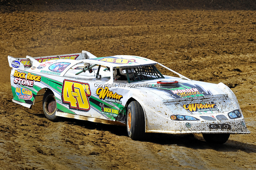 Feb 06, 2010; 12:53:52 PM; Gibsonton, FL., USA; The Lucas Oil Dirt Late Model Racing Series running The 34th Annual Dart WinterNationals at East Bay Raceway Park.  Mandatory Credit: (thesportswire.net)
