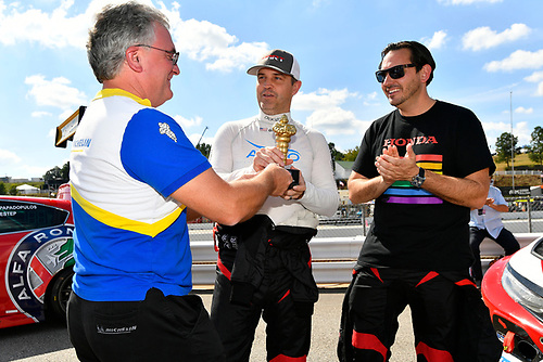 Chris Baker, director of motorsport, Michelin North America presents IMPC Fan Engagement Award to #89 HART Honda Civic TCR, TCR: Chad Gilsinger, Ryan Eversley