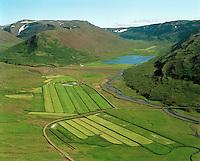 Gufudalur og Fremri Gufudalur, fyrir innana: Gufudalsvatn - allt að sjálfsögðu i Gufudalshreppi!.Gufudalur and Fremri-Gufudalur farms, lake Gufudalsvatn, Gufudalshreppur